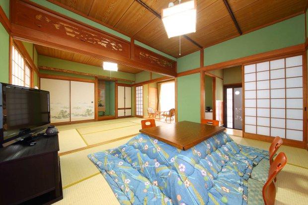 【由布岳】由布岳一望の一軒家風客室(6畳+6畳+縁側+専用庭)